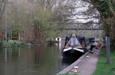 A picture of narrowboats on the Kennet and Avon Canal