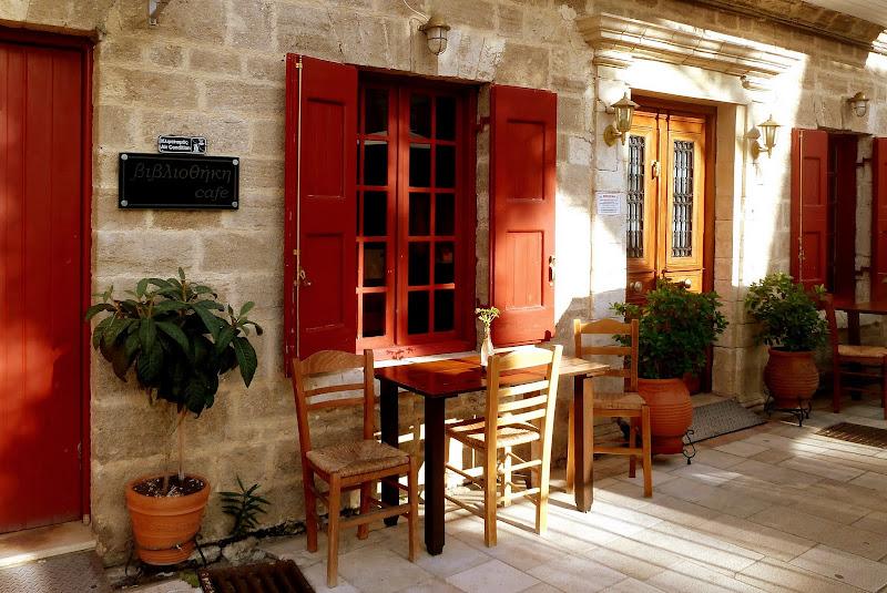 Café bei der Stadtbibliothek in Lefkada Stadt