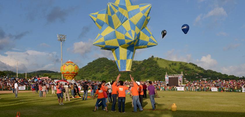 Primer Festival Internacional de Globos de Pepel en San Andrés Tuxtla, Ver.