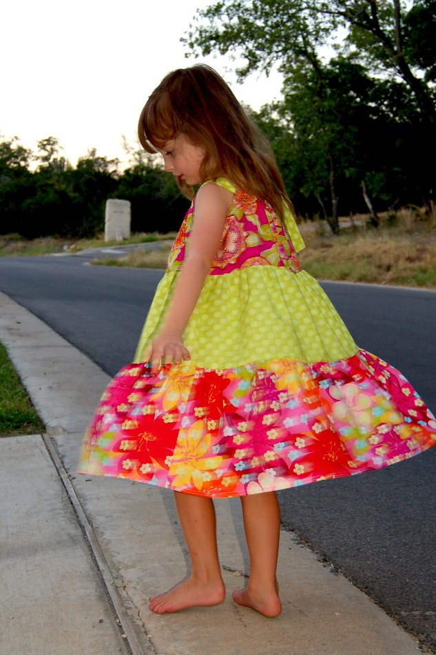 How to Sew a Tiered Pillowcase-Style Dress - Scattered Thoughts of a Crafty Mom by Jamie Sanders & How to Sew a Tiered Pillowcase-Style Dress - Scattered Thoughts of ... pillowsntoast.com