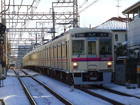 京王電鉄 各停 高尾行き3 7000系幕式(2014大雪のため日中運行)