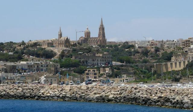 Widok na Gozo z promu