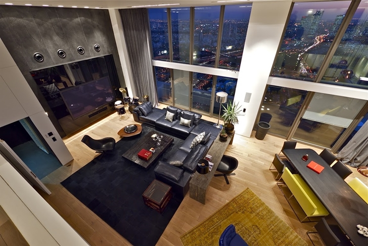 Living room from the upper floor in Triplex penthouse apartment by Pitsou Kedem