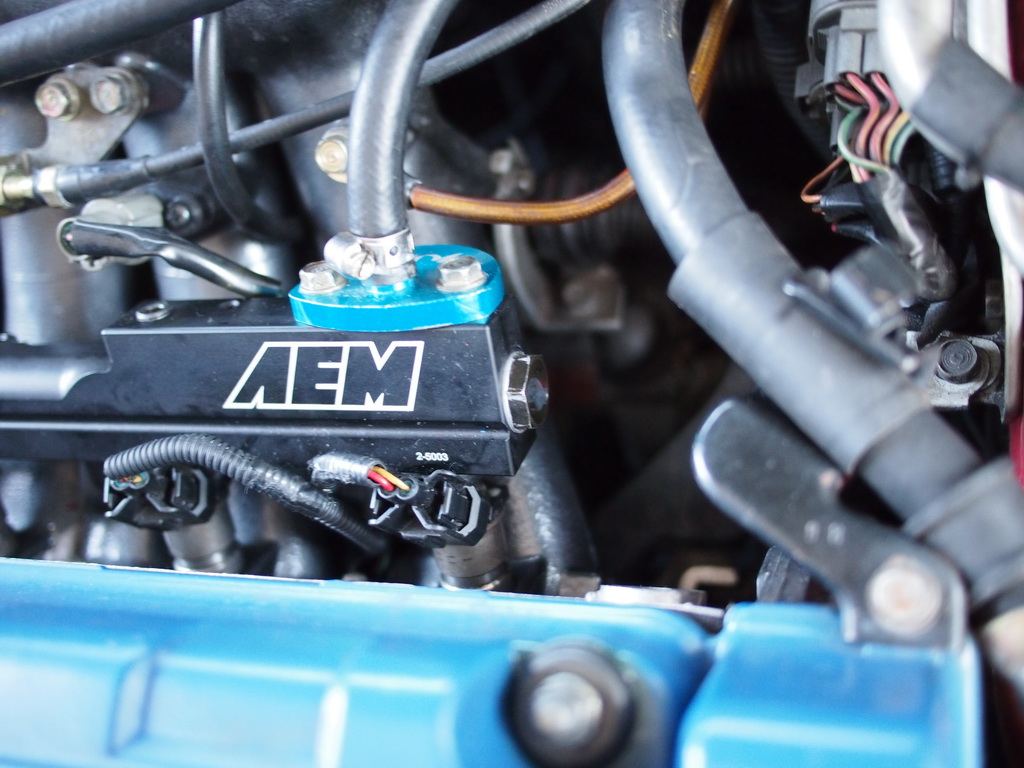 Honda CIVIC EG6: Fuel injector swap and AEM Fuel Rail Installation