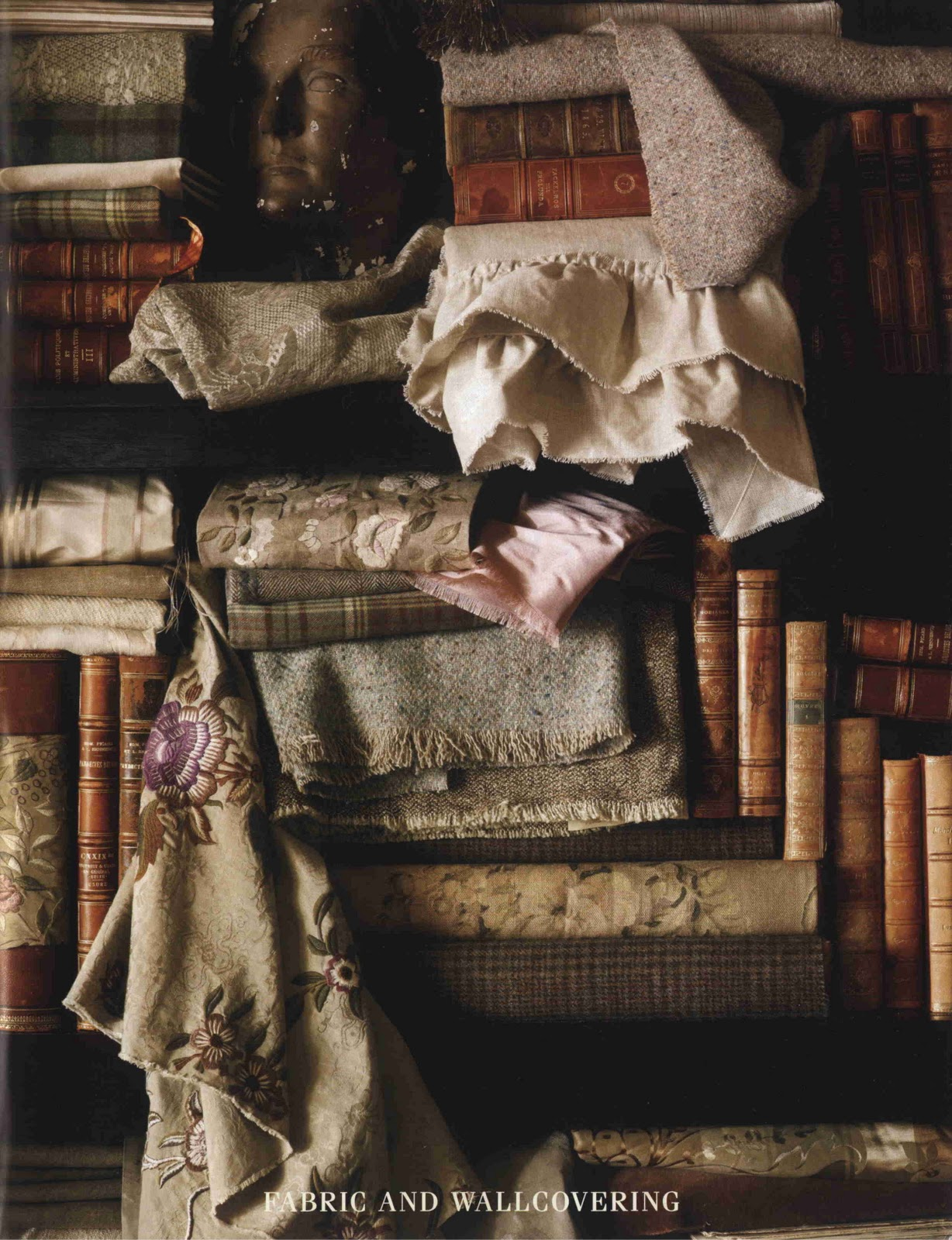 http://1.bp.blogspot.com/-aqgYZObhhKU/Tc5wY7Cz4lI/AAAAAAAAAgU/6OtIsx4ID0o/s1600/Menswear+-+Ralph-Lauren-fabric-wallcovering.jpg