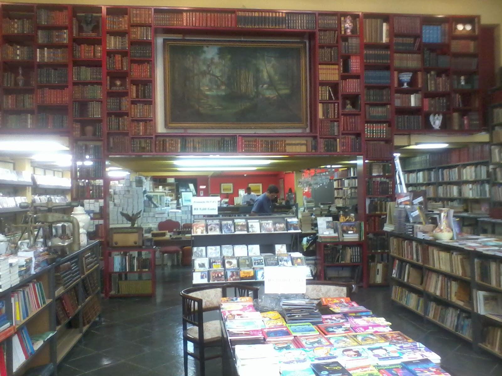 Café com livro e decoração Refúgio no Centro do Rio de Janeiro #8B7940 1600x1200