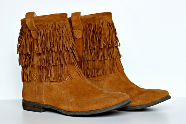 Dimples and Tangles: DIY FRINGE BOOTS
