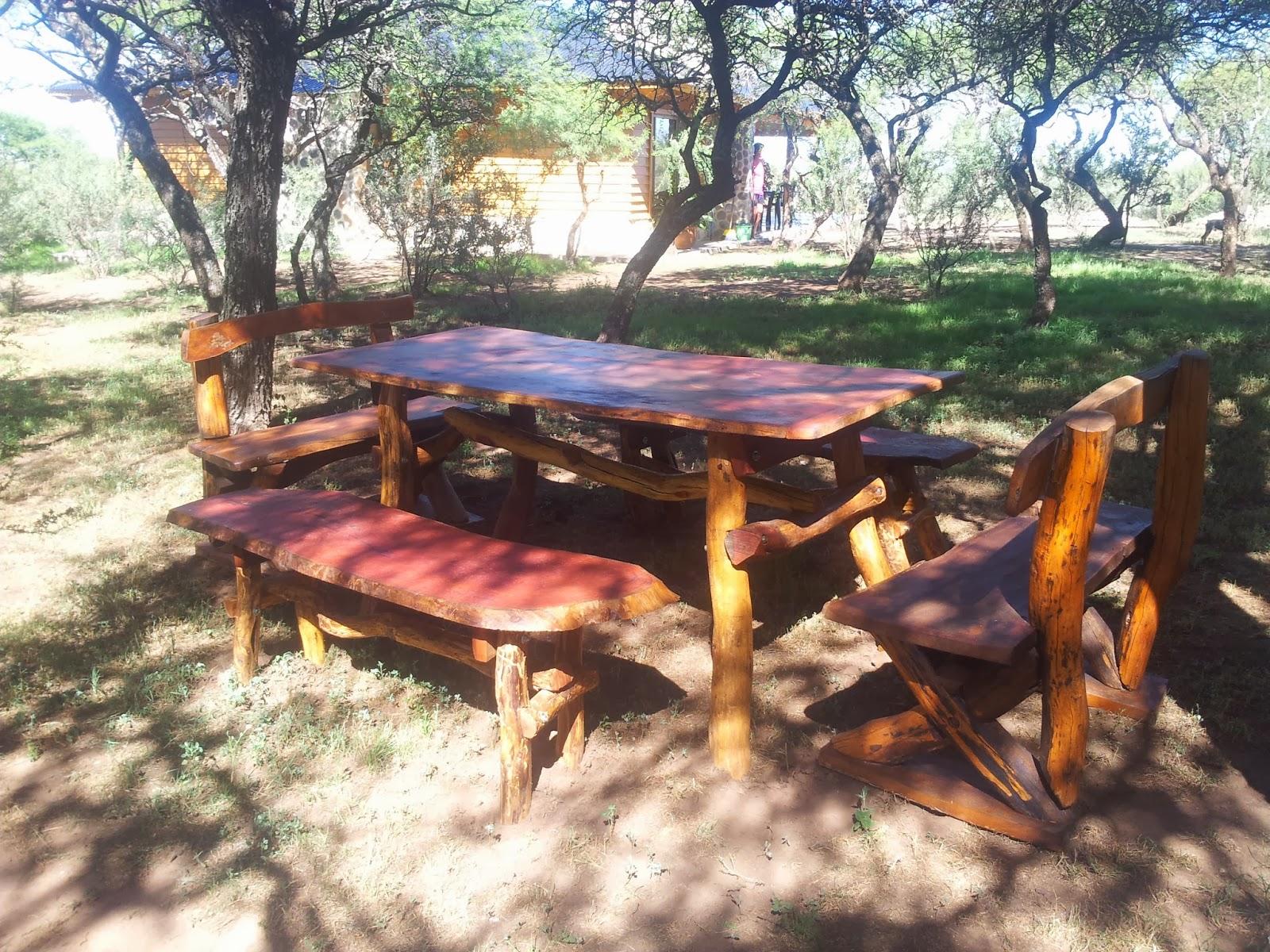 Muebles rusticos de calden aco maderas mesa rustica y - Bancos de madera rusticos ...