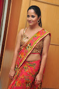 anasuya sizzling saree stills-thumbnail-2