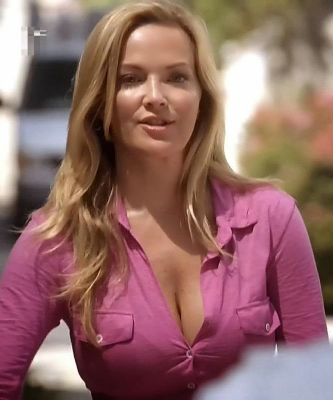 A look at amazingly gorgeous actress brandy ledford - Modern family desiree ...