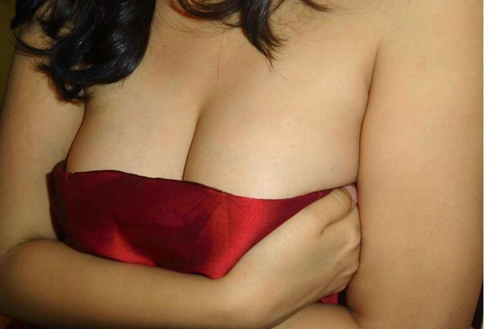 Hottest Deep Navel Show Images indianudesi.com