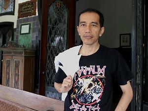 http://1.bp.blogspot.com/-asGECJNiMC0/T_4nQxRmVuI/AAAAAAAAAQM/M1Hz76U64XU/s1600/Profil+Jokowi.jpg
