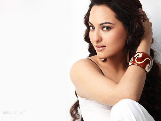 Indian Celebrities Sonakshi Sinha Sexy HD Photos 1024x768