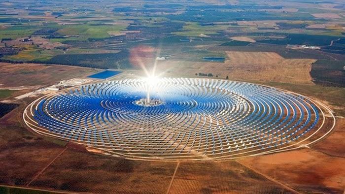 """شبكة الأخبار الأمريكية: المغرب في طريقه ليصبح """"قوة عظمى في قطاع الطاقة الشمسية"""" Centrale+sol"""