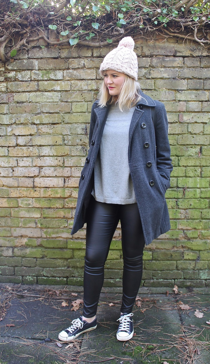 http://www.littlemisskaty.co.uk/2015/01/fashion-3-ways-wear-leather-trousers.html