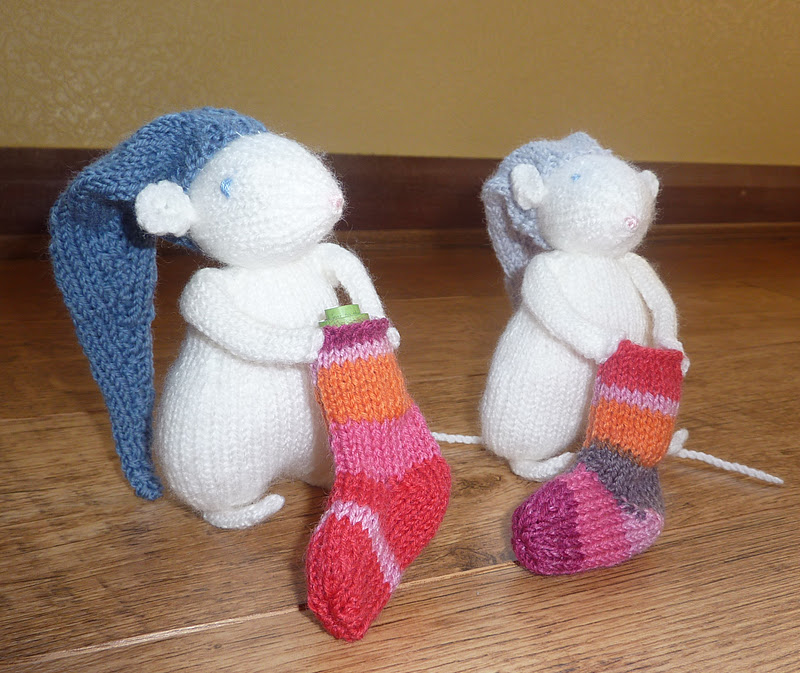 Knitting Patterns For Christmas Mice : Yellow, Pink and Sparkly: Some Knitted Christmas Surprises