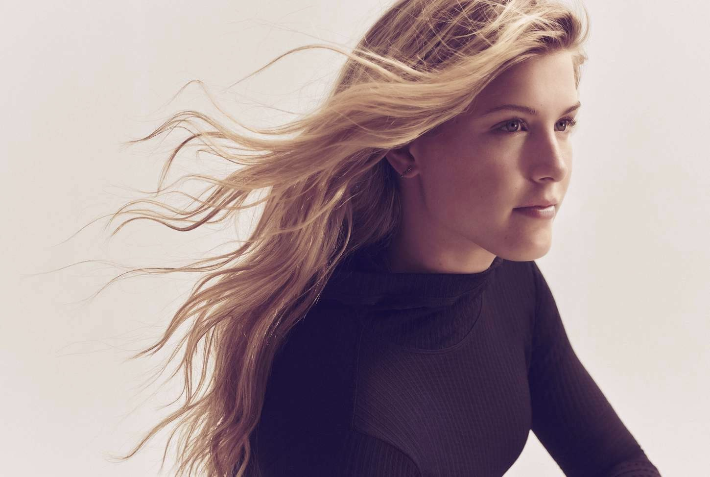 Eugenie Bouchard – Nike Legendary Lava Tight Campaign 2015