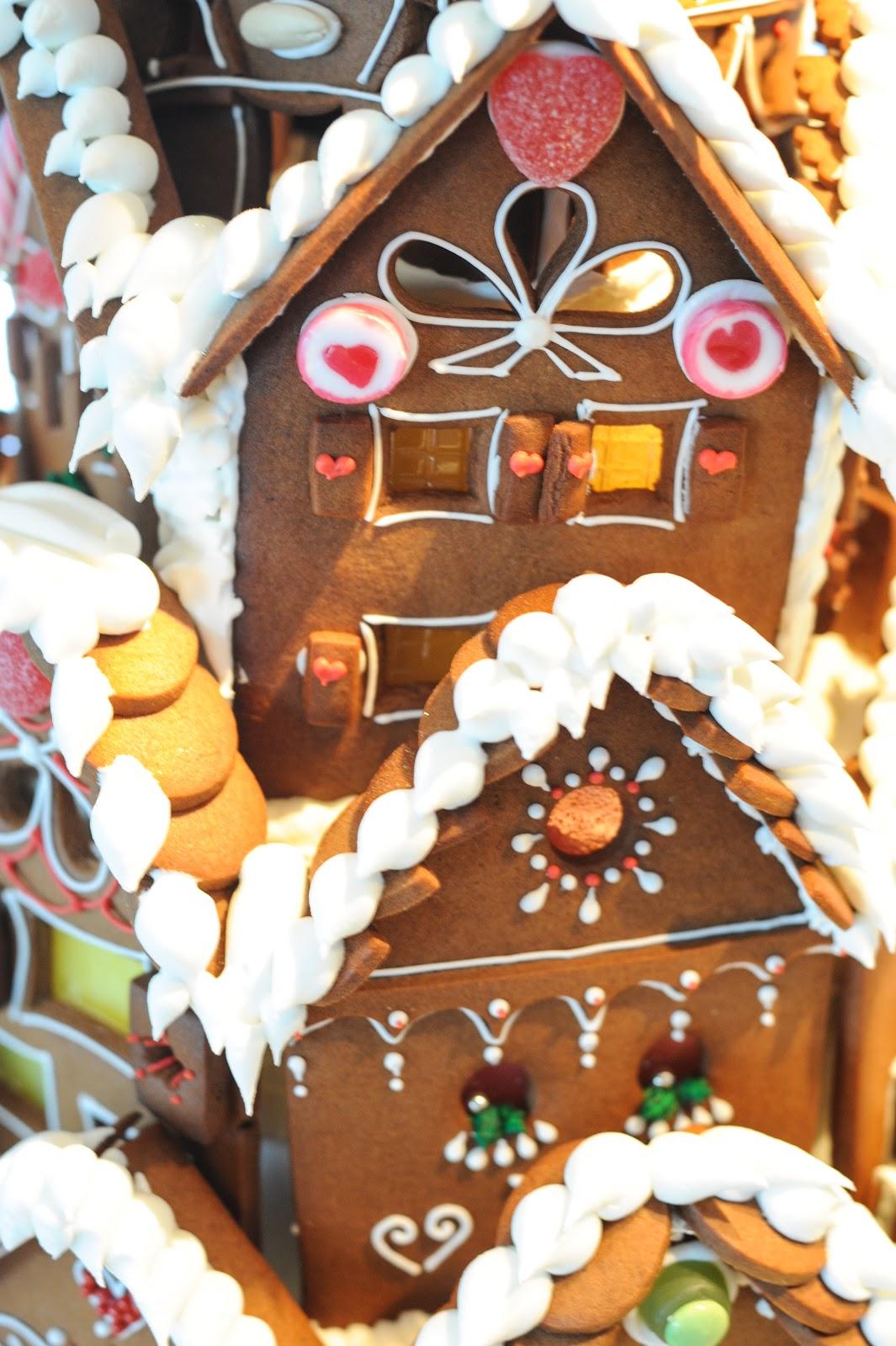 H O U S E O F K U C H E N Lebkuchen Haus Ginger Bread House