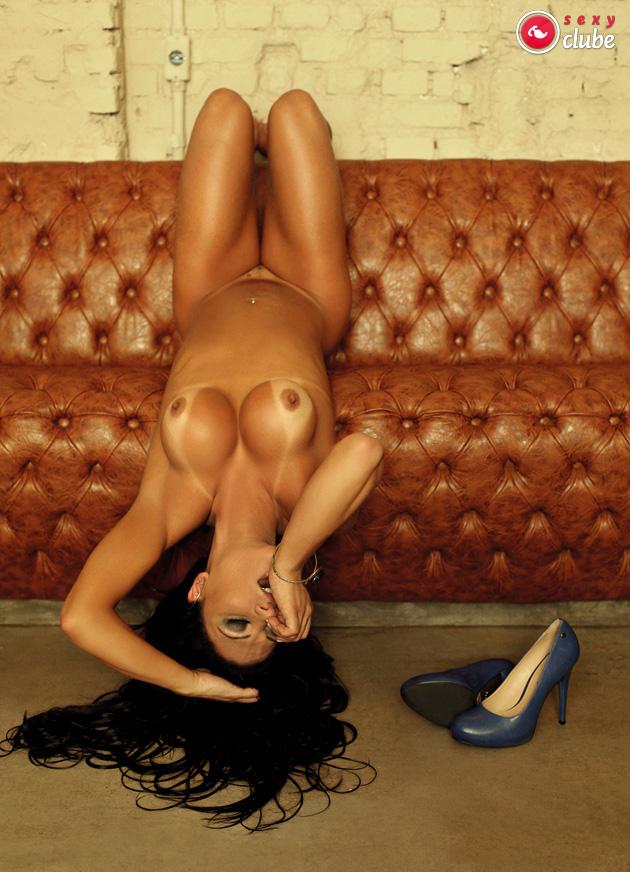 Roberta Quadros pelada em ensaio sensual para o Sexy Clube