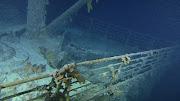 . el casco del Titanic chocó contra un iceberg en el Atlántico Norte en su .
