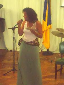Kelly  Mattos  (voz)