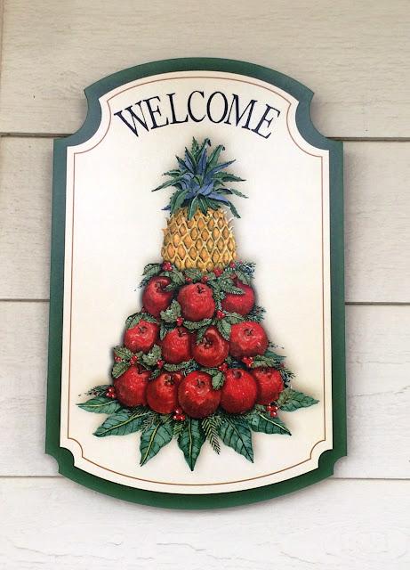 williamsburg welcome door sign pineapple apple christmas
