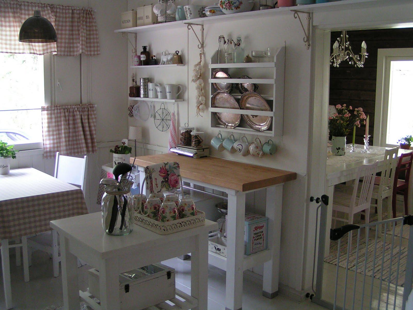 de decoração: Microondas x cozinha pequena: qual a melhor solução #575A74 1600 1200