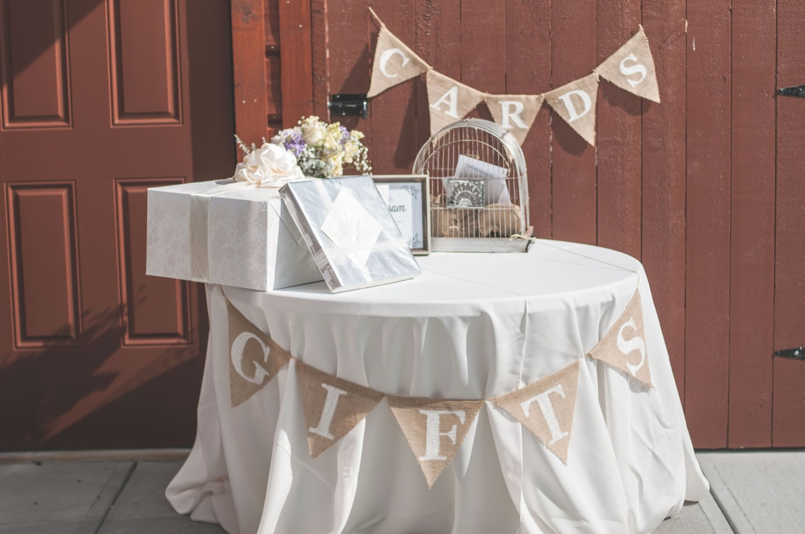 Burlap Gift Table and Cards Garland