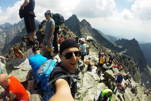 slovakia-rysy-peak-hike-rysy-crowd