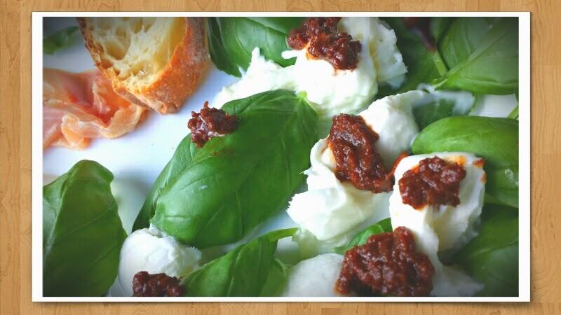 Basilikumsalat mit Mozzarella