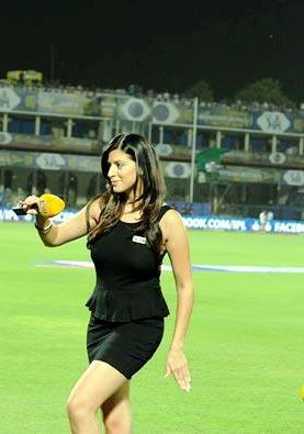 Karishma Kotak Hot Pics, Indian Super League Anchors Female Name ISL 2015 Hosts Name Hot Pics, Images, Photos, Wallpapers