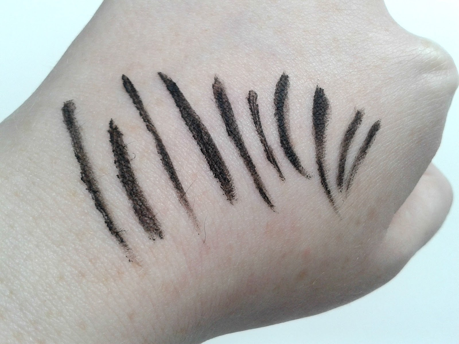 Benefit They're Real! Push-Up Liner Beauty Review Swatches Swatch