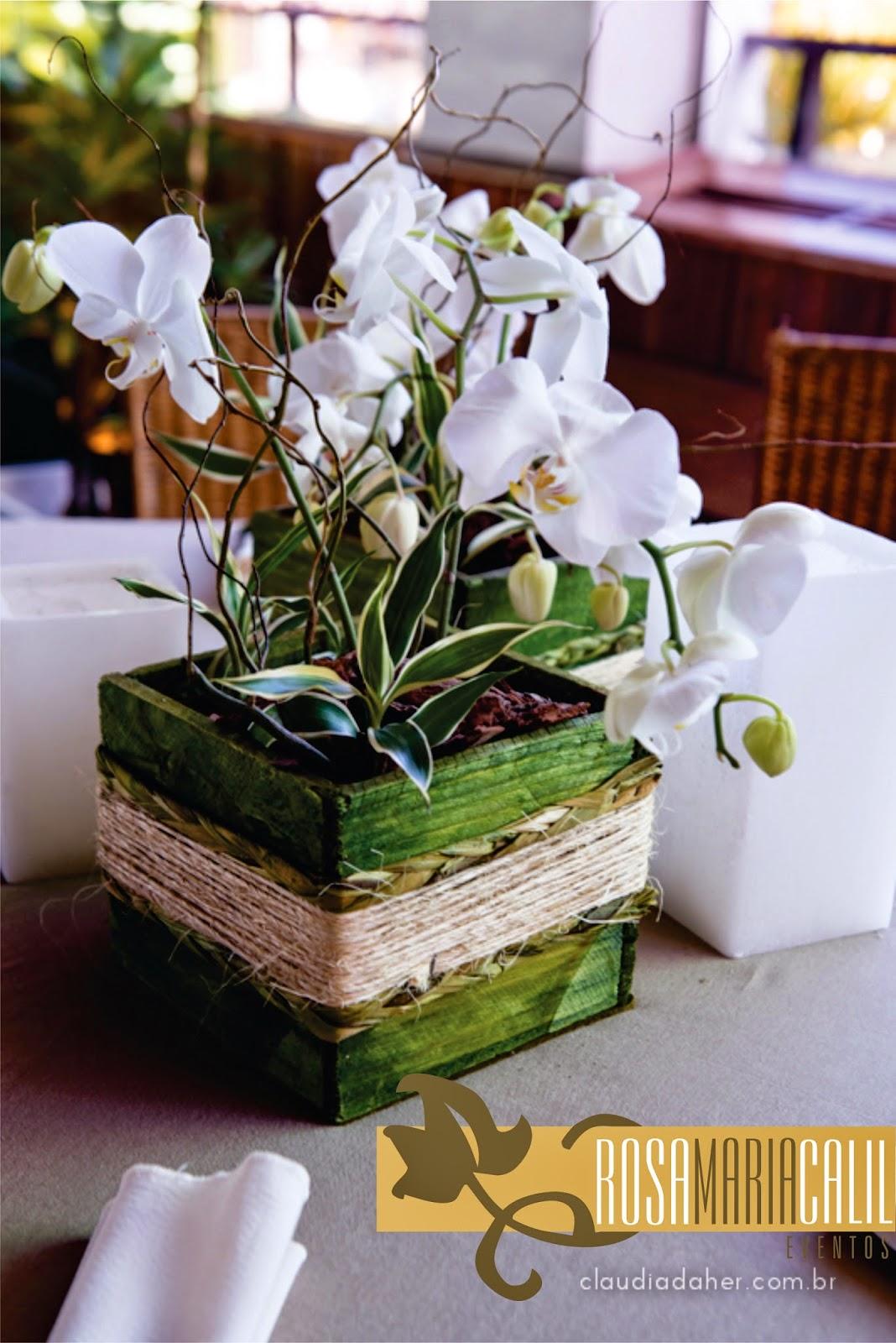 Arranjos de flores brancas em modelos variados