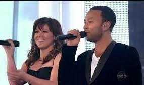 Kelly Clarkson faz parceria com John Legend