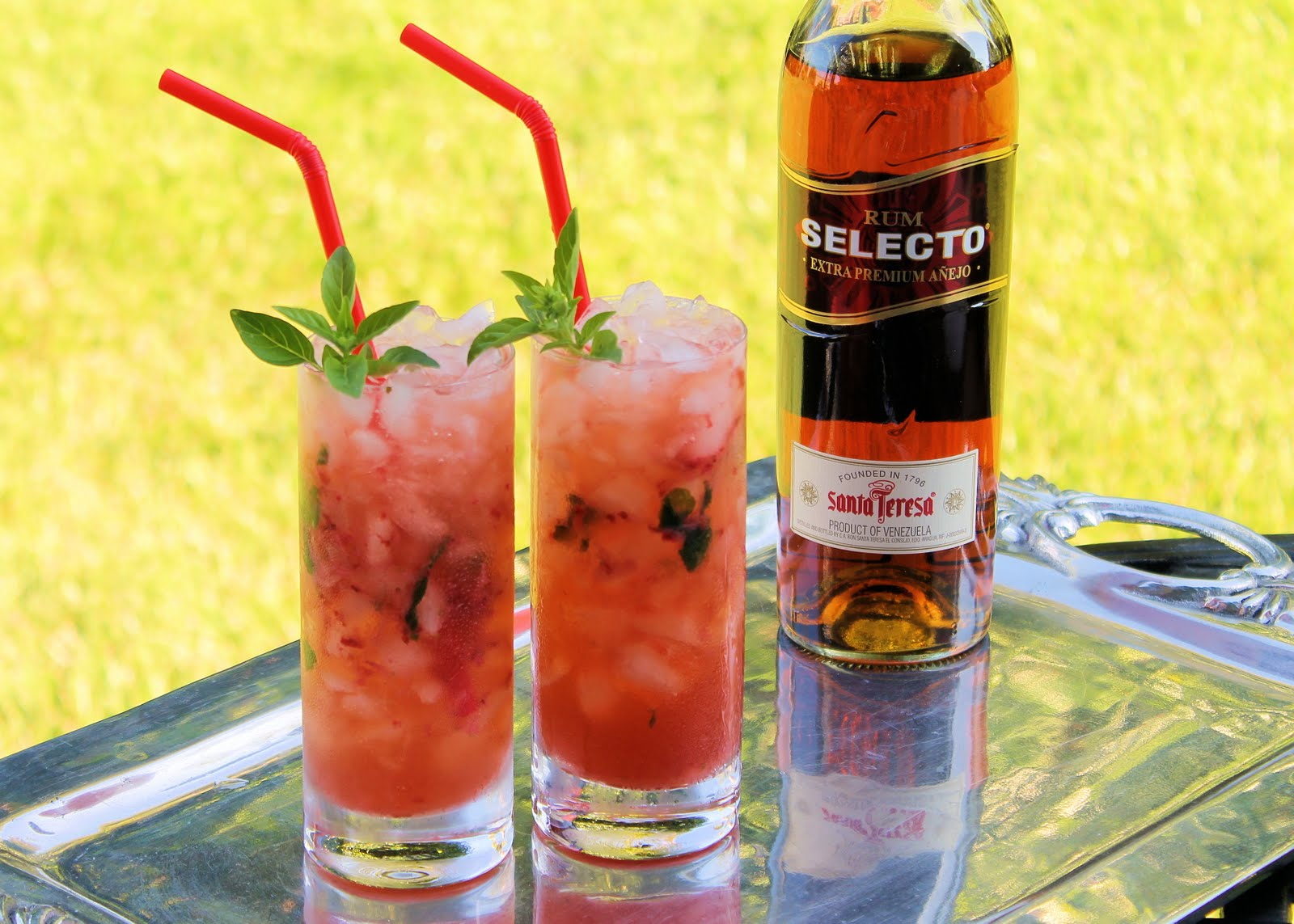 Savoir Faire: Strawberry & Basil Mojito for a Thirsty Thursday!