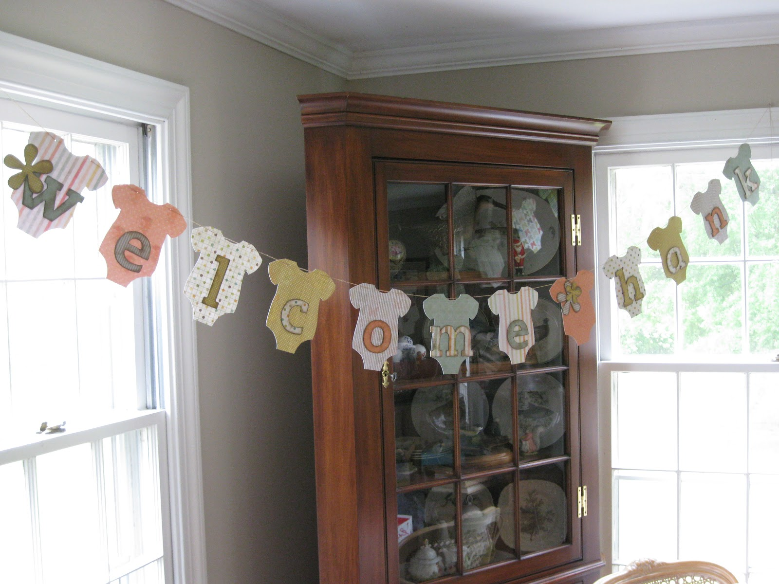 Baby shower decorations my bucket list of crafts for Baby clothesline decoration