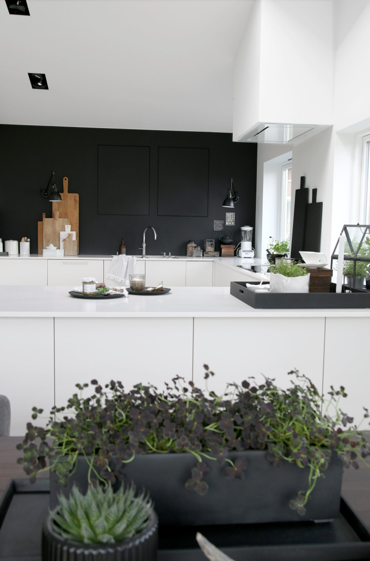 scandimagdeco le blog une cuisine en noir et blanc. Black Bedroom Furniture Sets. Home Design Ideas