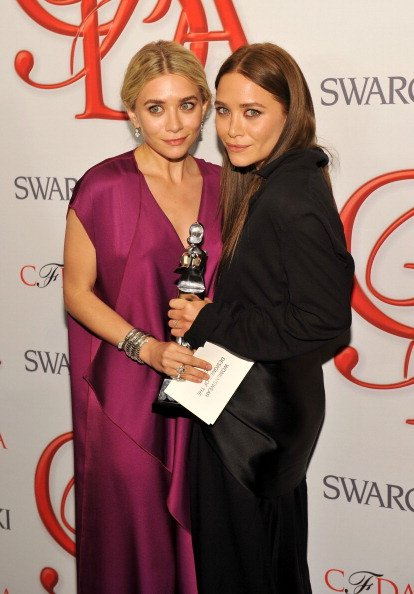 Kembar Mary Kate-Ashley Olsen (Designer of The Year)