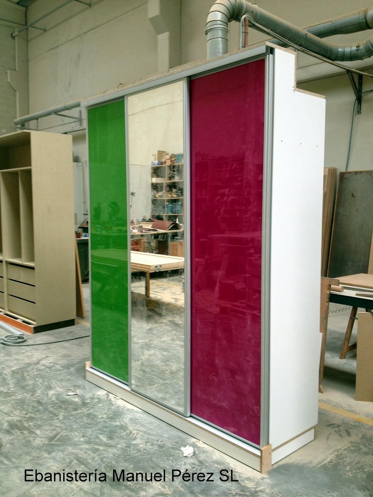 Ebanisteria carpinteria manuel perez zaragoza armario a medida con puertas correderas de - Armario con puertas de cristal ...