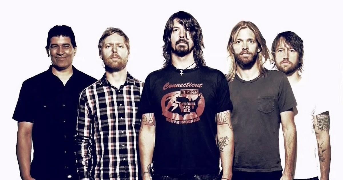 Foo Fighters dan un concierto sorpresa en una pizzería