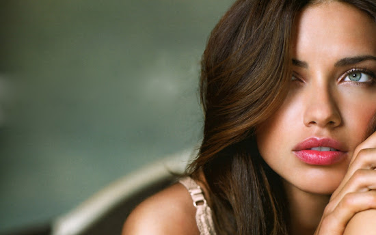 Adriana Lima Hollywood Model and Actress Latest Wallpaper