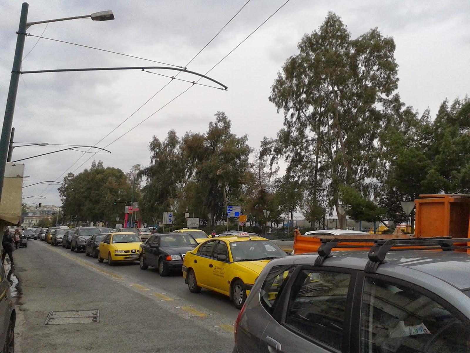 Η κυκλοφορία στους δρόμους του Πειραιά και της Αθήνας