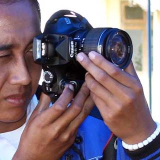 Gambar yang menampilkan cara menghasilkan foto yang baik dengan kamera DSLR