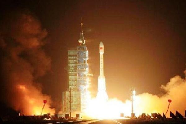 Peluncuran roket antariksa China