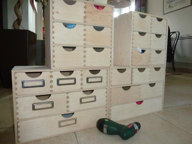 bulles de cerises petit meuble de couturi re mot cl pers v rance. Black Bedroom Furniture Sets. Home Design Ideas