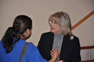 Former Alvin Detective Sue Dietrich (r) talks to a student following her lecture.