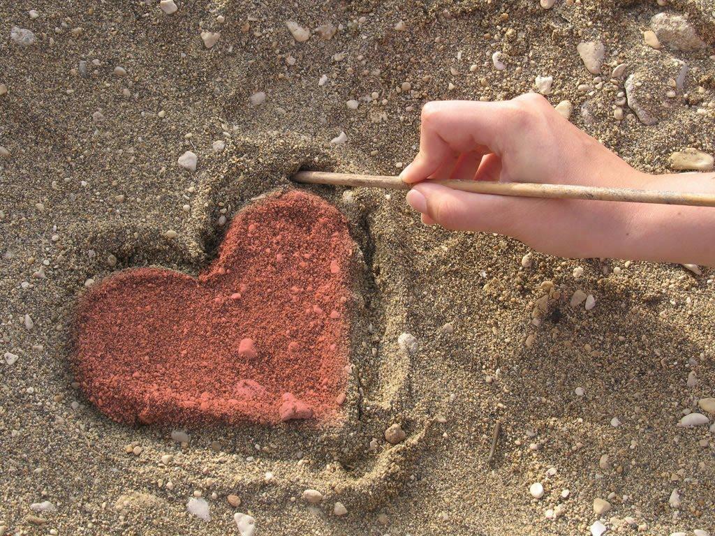 http://1.bp.blogspot.com/-awrMX4q27Is/TWXkqdAExvI/AAAAAAAAAUI/aa-SbrhPirw/s1600/Heart_on_soil_Wallpaper_6imsx.jpg
