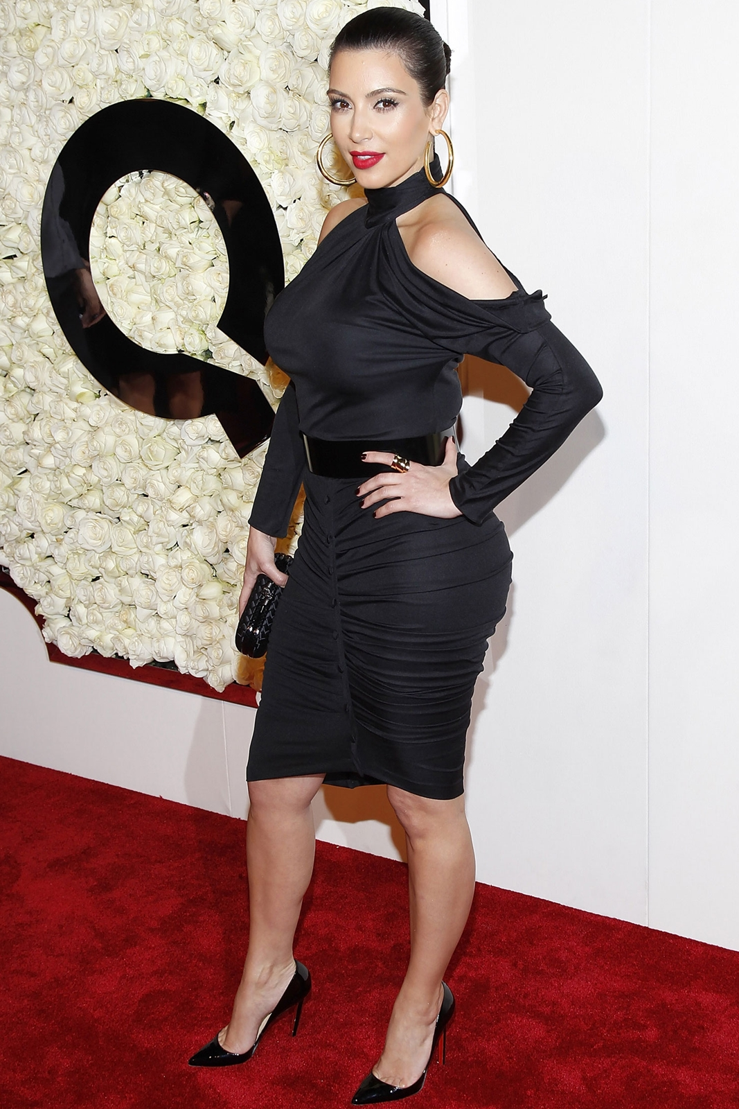 http://1.bp.blogspot.com/-axKO9LUsQfQ/T2hrPpbUkiI/AAAAAAAAMbQ/OwWzDZyIHs0/s1600/sploogeblog_kim_kardashian_littleblackdess_03%2B-%2BCopy.jpg