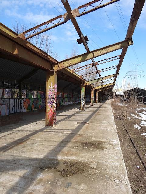 Perony byłego dworca Warszawa Główna Osobowa.
