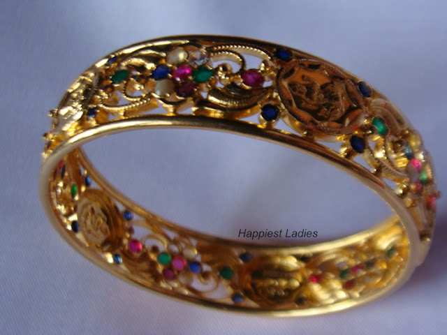 Traditional design in gold bangle+gold bangles designs